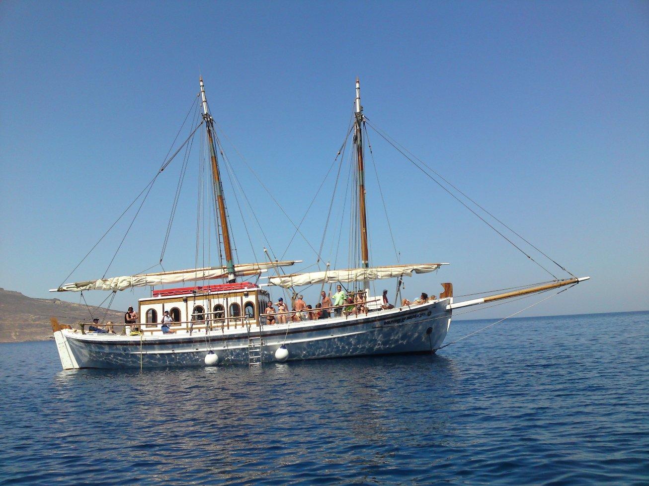 Dolphins of Delos - Cruise Boat Mykonos (1)