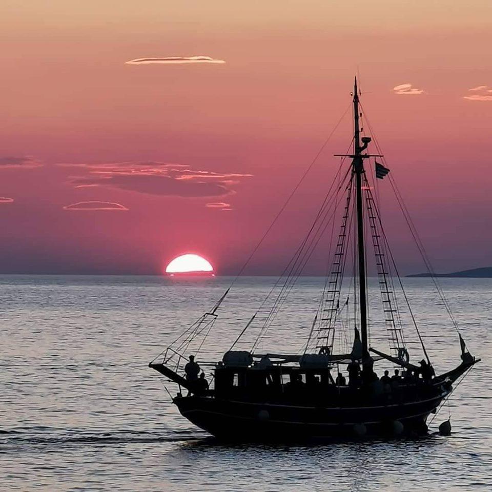 Rhenia & Sunset Cruise